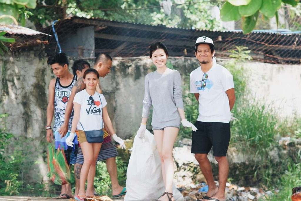 employees of PhotoUp having cleaning drive